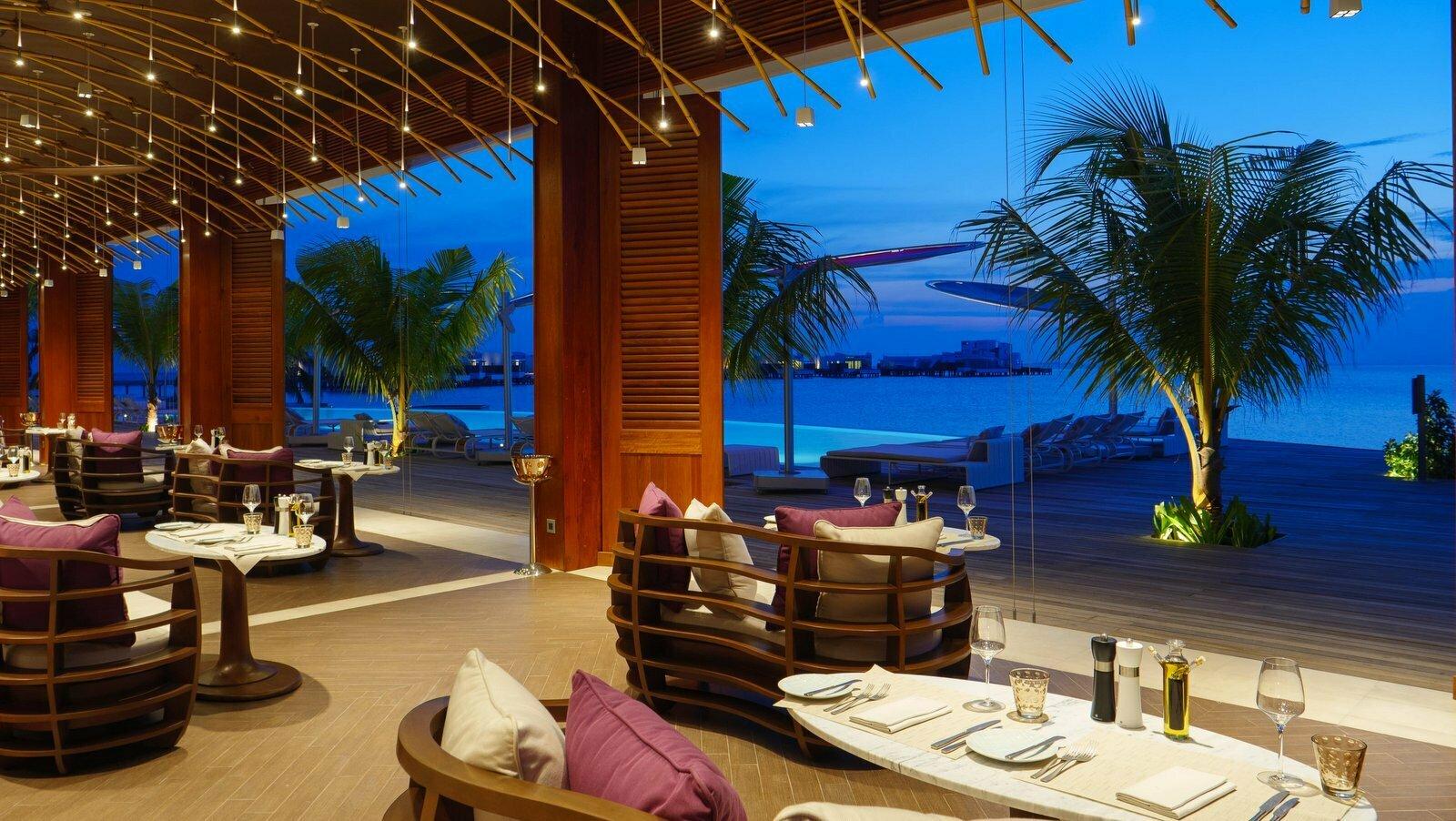 Мальдивы, отель LUX North Male Atoll, ресторан Glow