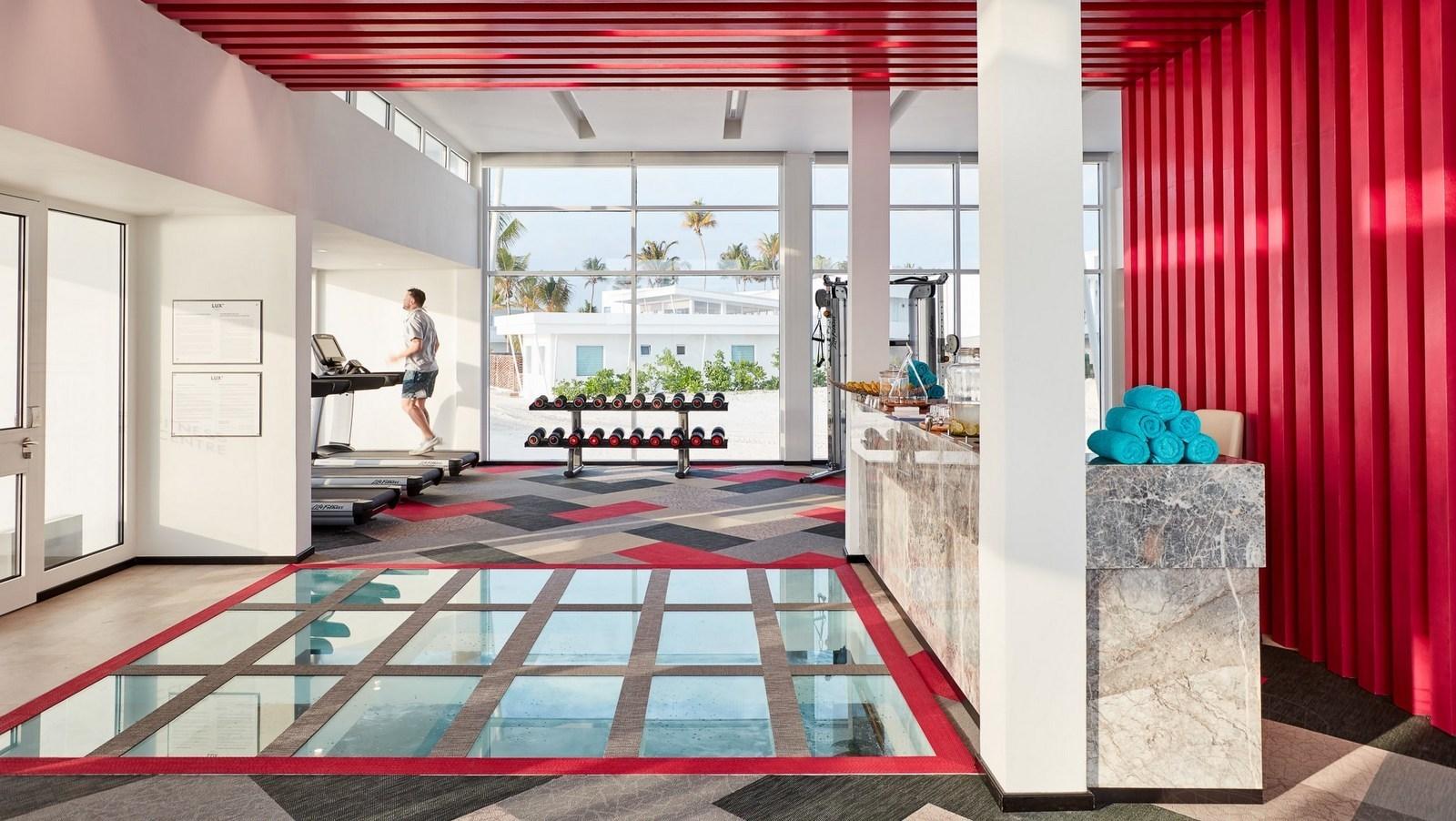 Мальдивы, отель LUX North Male Atoll, фитнес центр