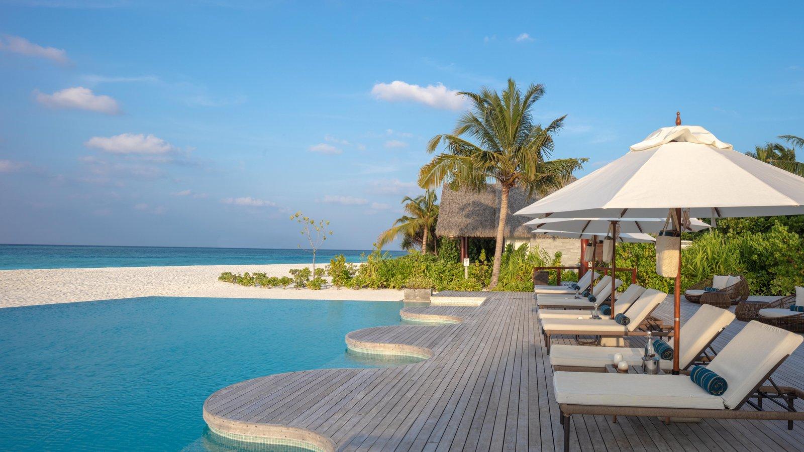 Мальдивы, отель Heritance Aarah, бассейн