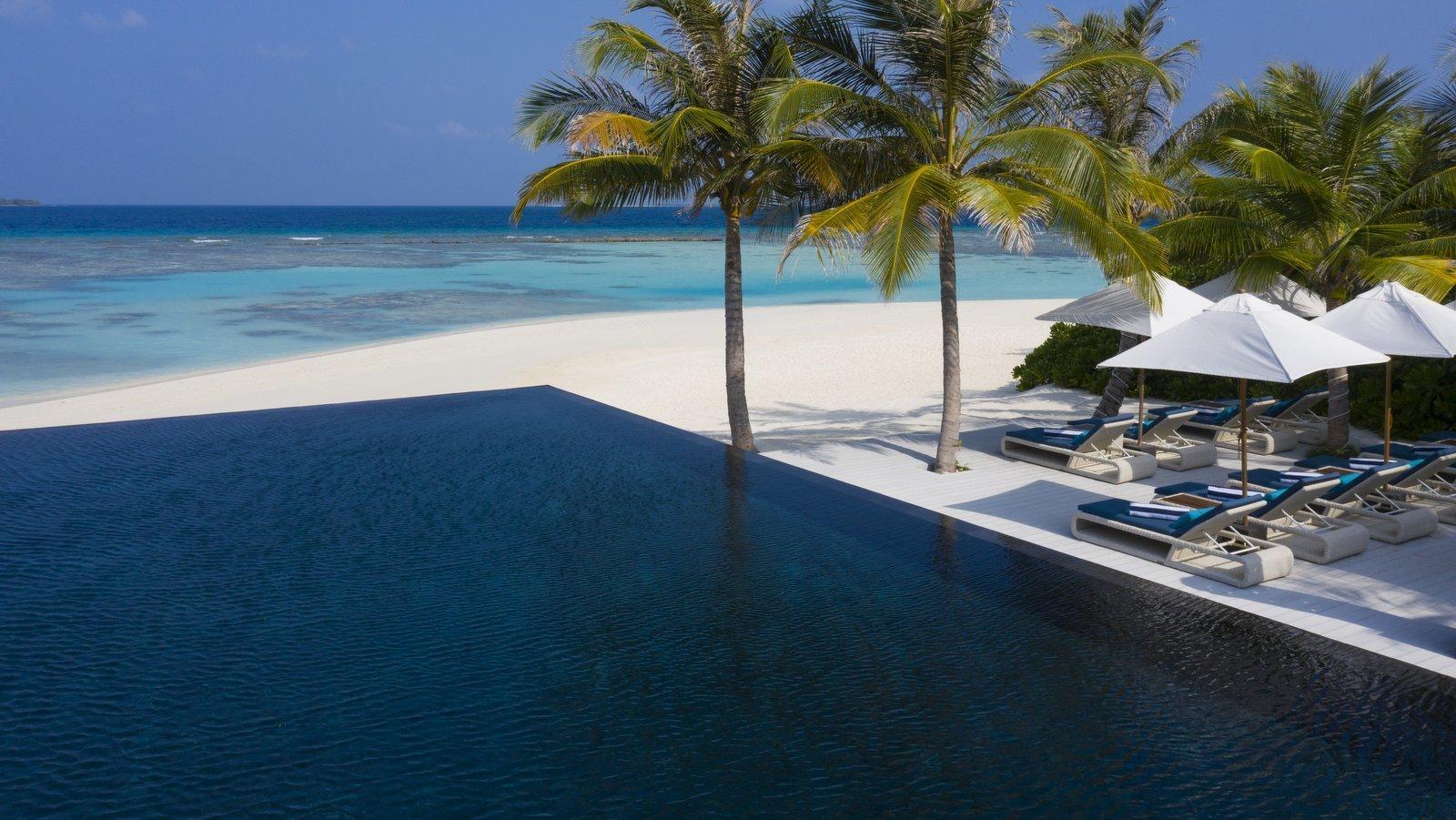 Мальдивы, отель Movenpick Resort Kuredhivaru Maldives, бассейн