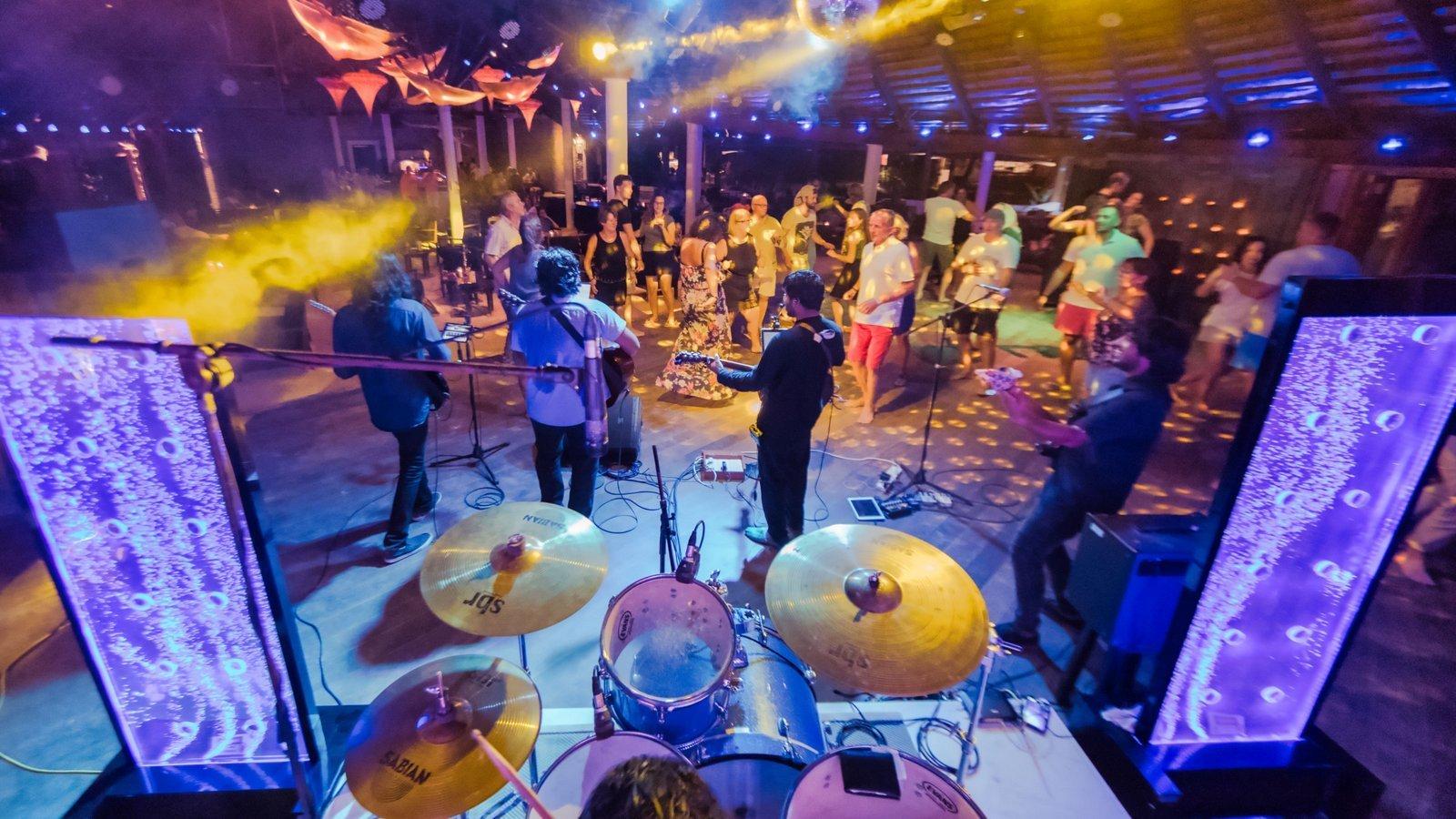 Мальдивы, отель Kuredu Island Resort, бар
