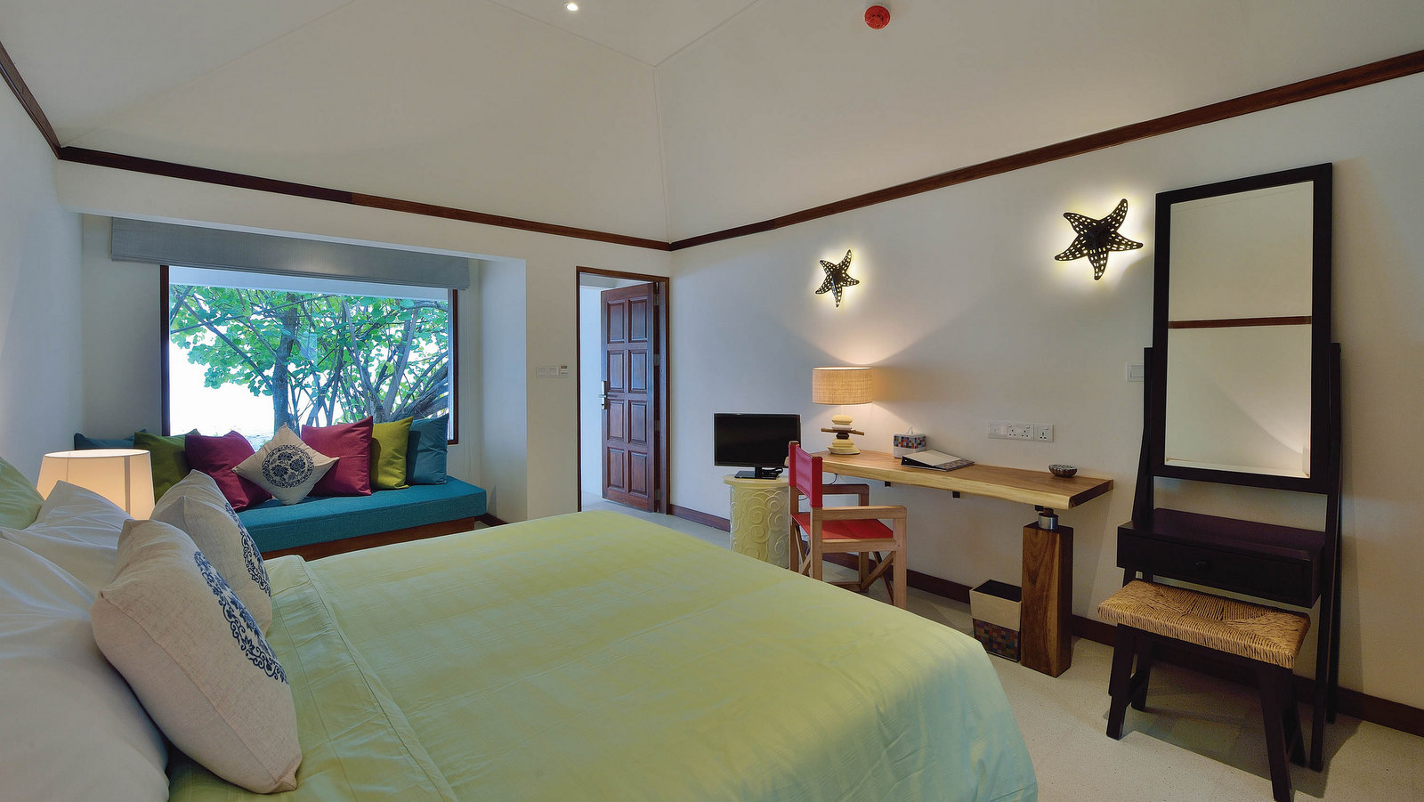 Мальдивы, отель OBLU by Atmosphere at Helengeli, номер Beach Villa