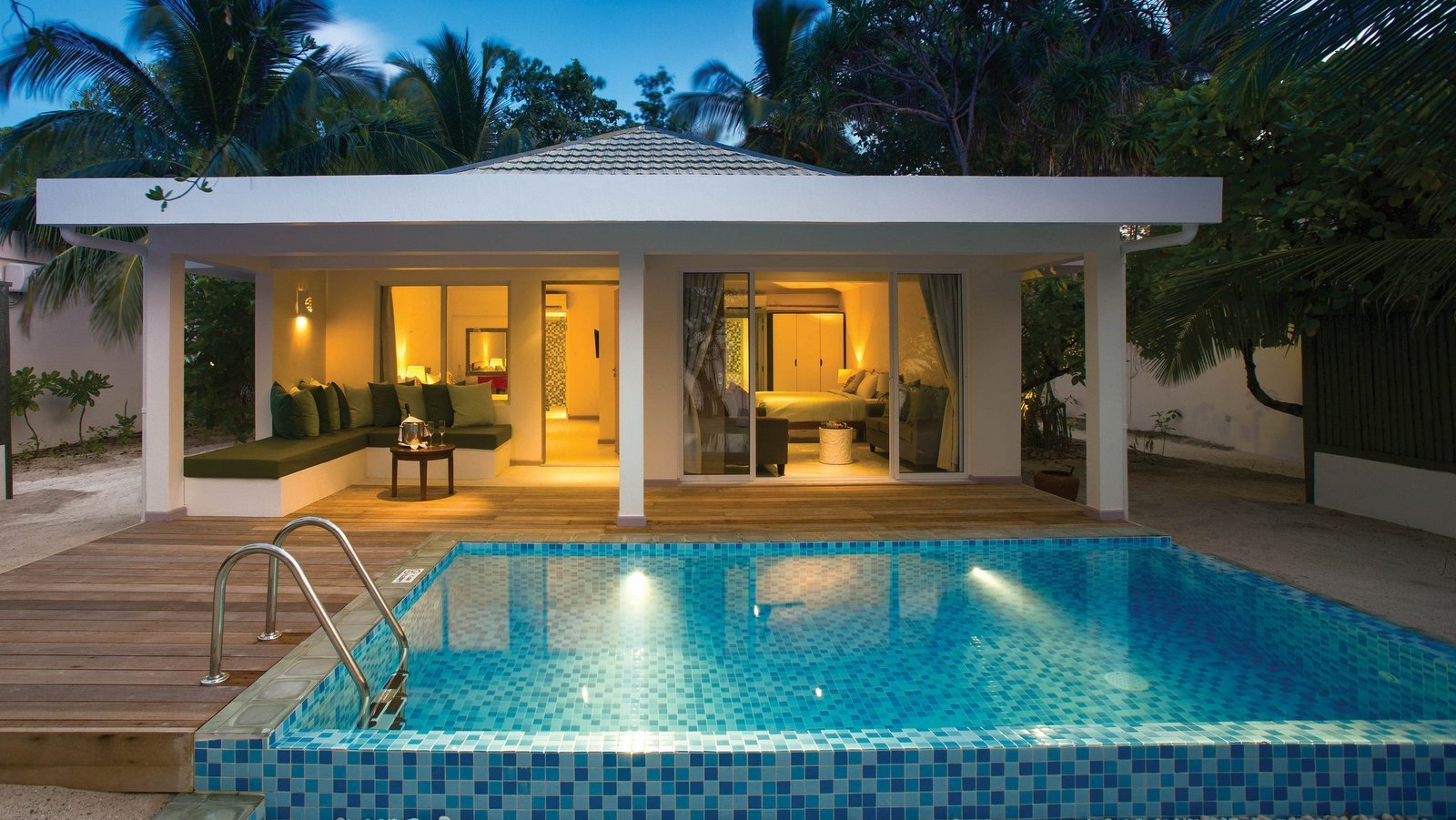 Мальдивы, отель OBLU by Atmosphere at Helengeli, номер Beach Suite with Pool