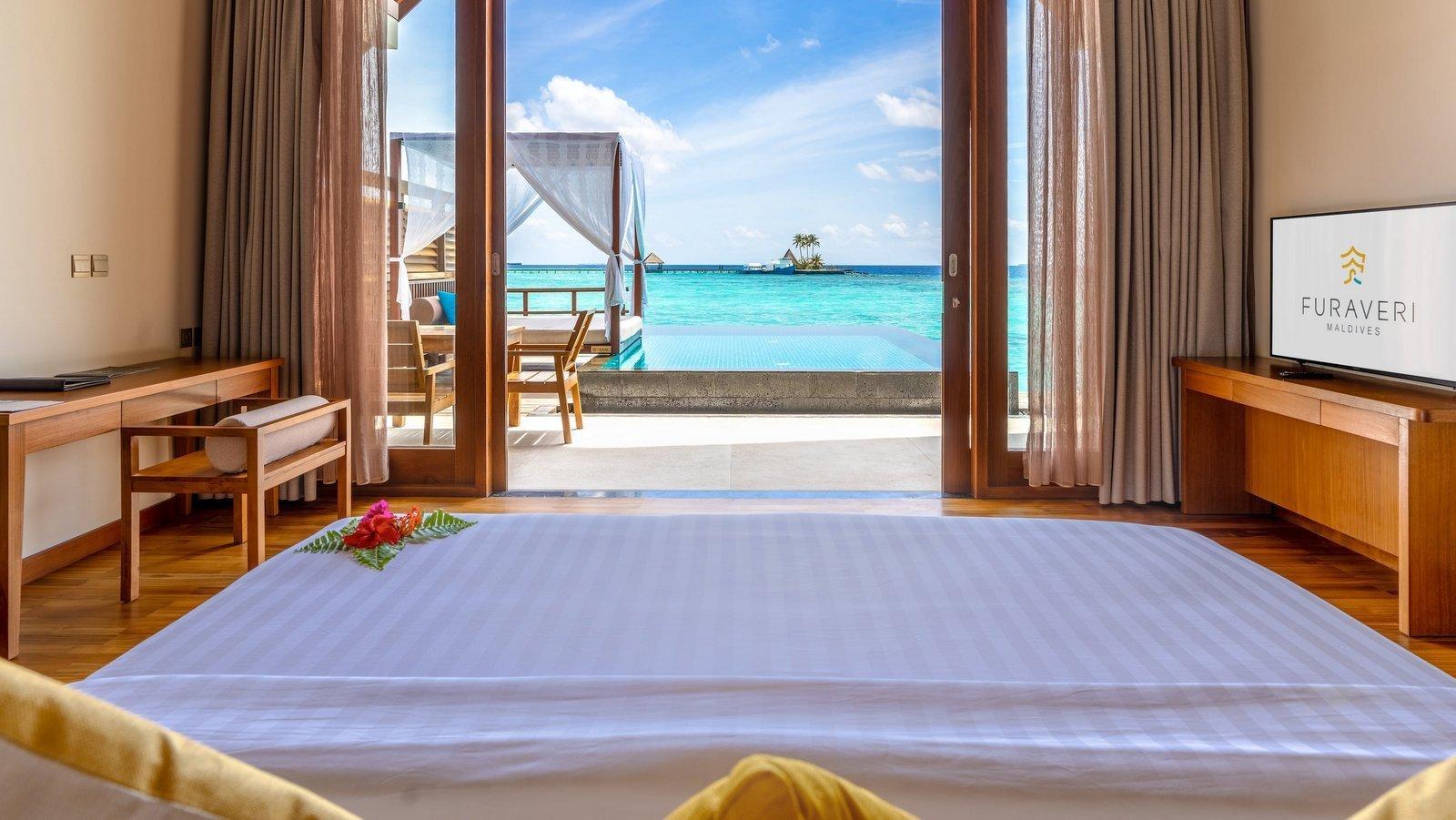 Мальдивы, отель Furaveri Island Resort, номер Ocean Pool Villa