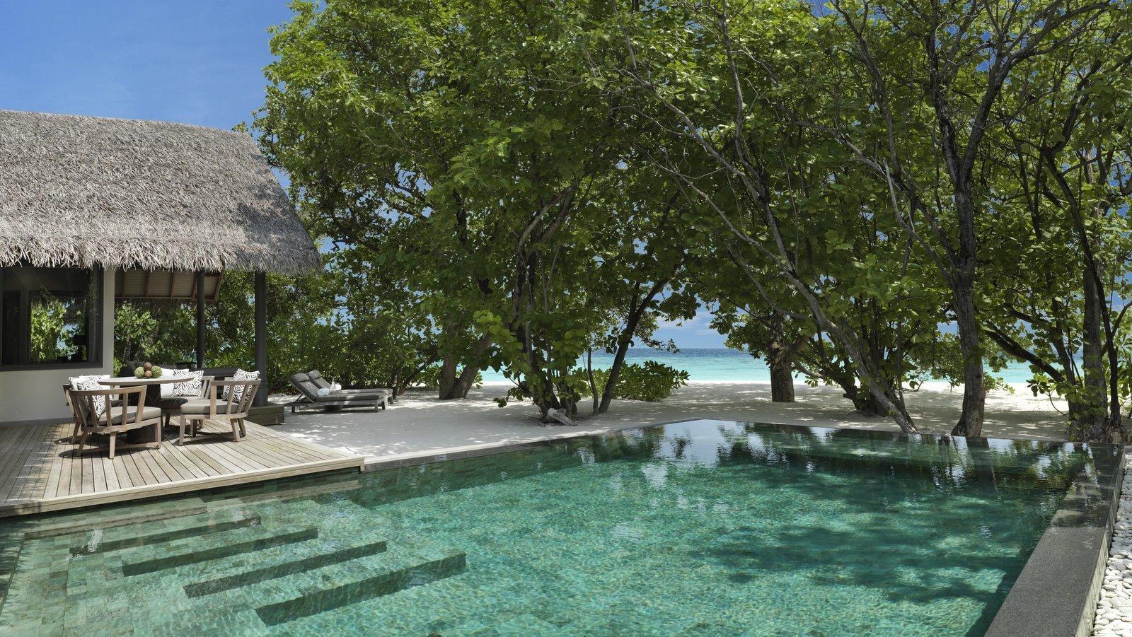 Мальдивы, отель Vakkaru Maldives, номер Deluxe Beach Pool Residence