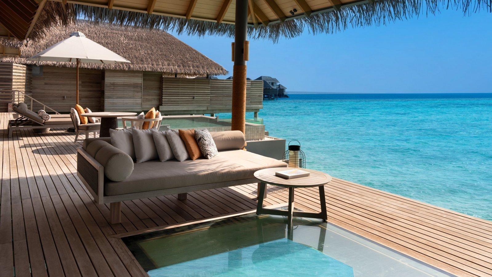 Мальдивы, отель Vakkaru Maldives, номер Over Water Pool Residence