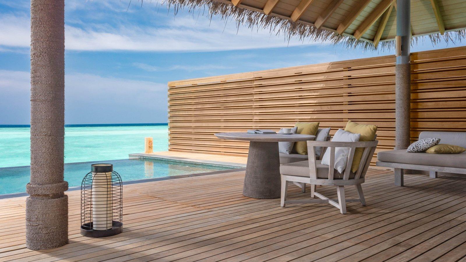 Мальдивы, отель Vakkaru Maldives, номер Over Water Pool Villa