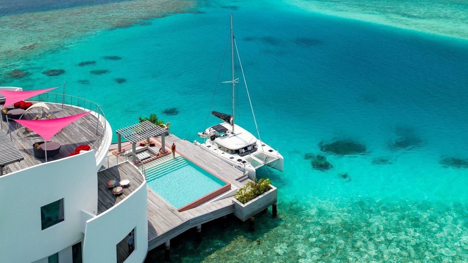 Мальдивы, отель LUX North Male Atoll, номер LUX* Overwater Retreat 3 Bedroom