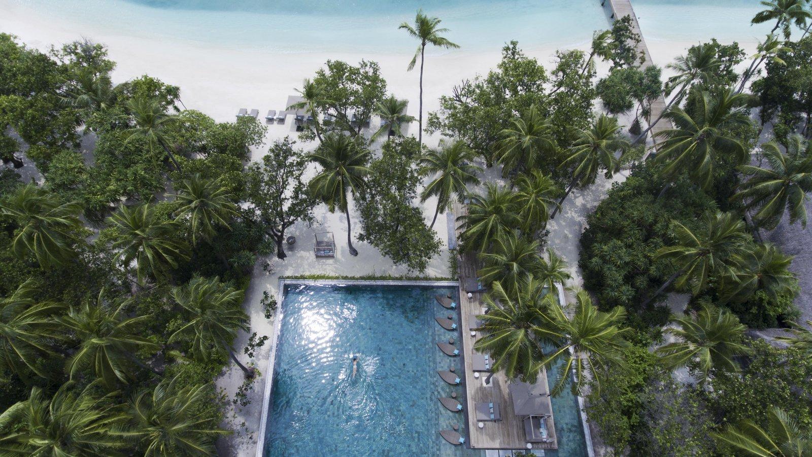 Мальдивы, отель Vakkaru Maldives, бассейн