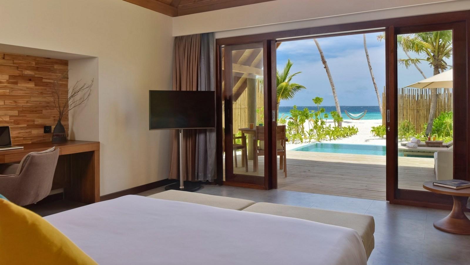 Мальдивы, отель Fushifaru Maldives, номер Pool Beach Villa