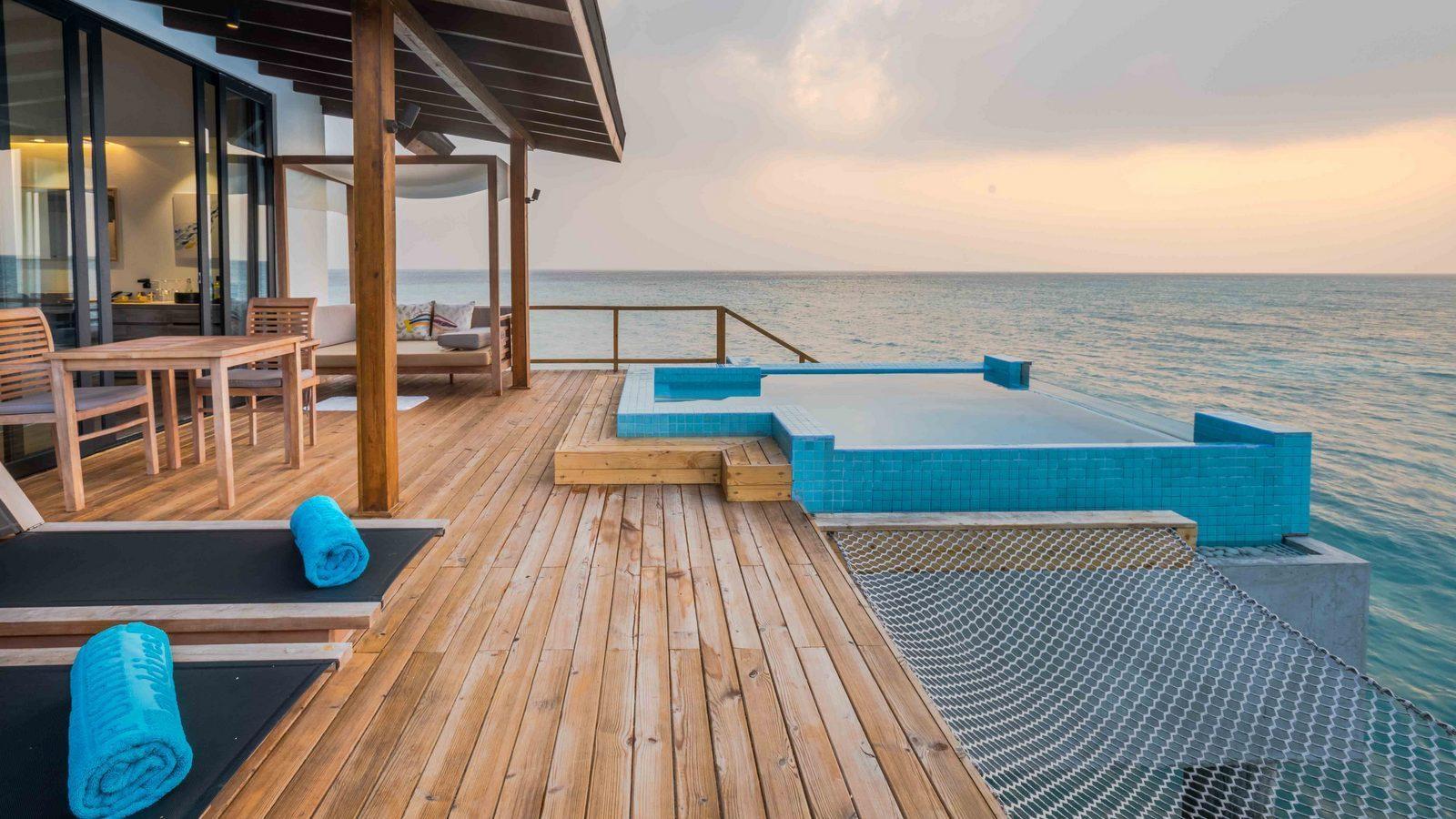 Мальдивы, отель Fushifaru Maldives, номер Premium Pool Water Villa