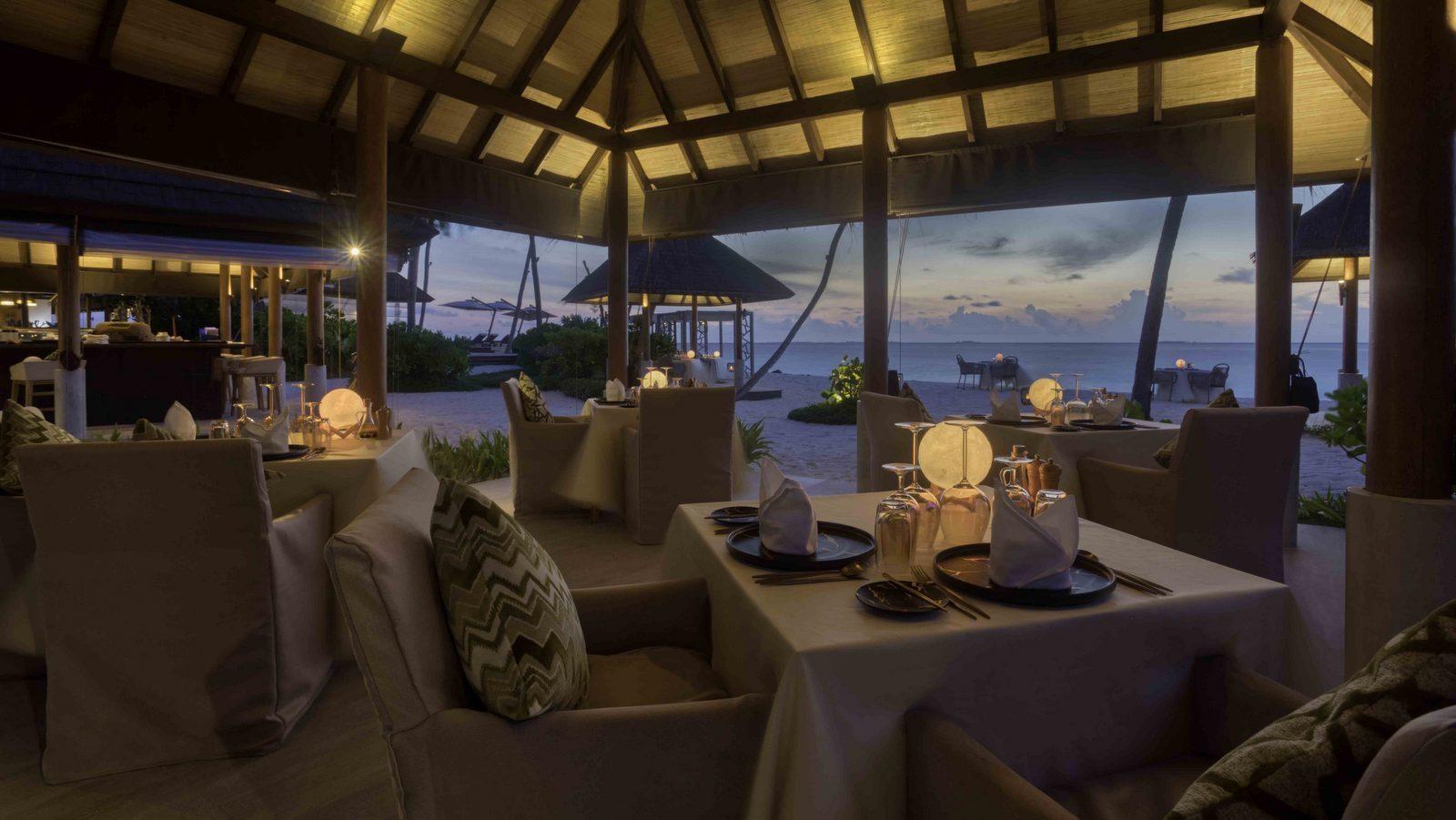 Мальдивы, отель Fushifaru Maldives, ресторан Raakani