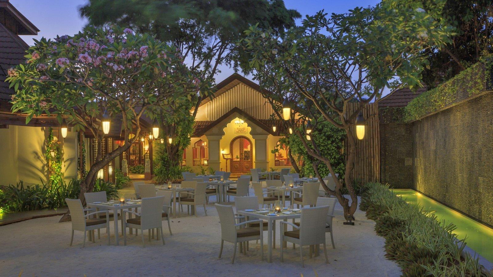 Мальдивы, отель Kurumba Maldives, ресторан Courtyard