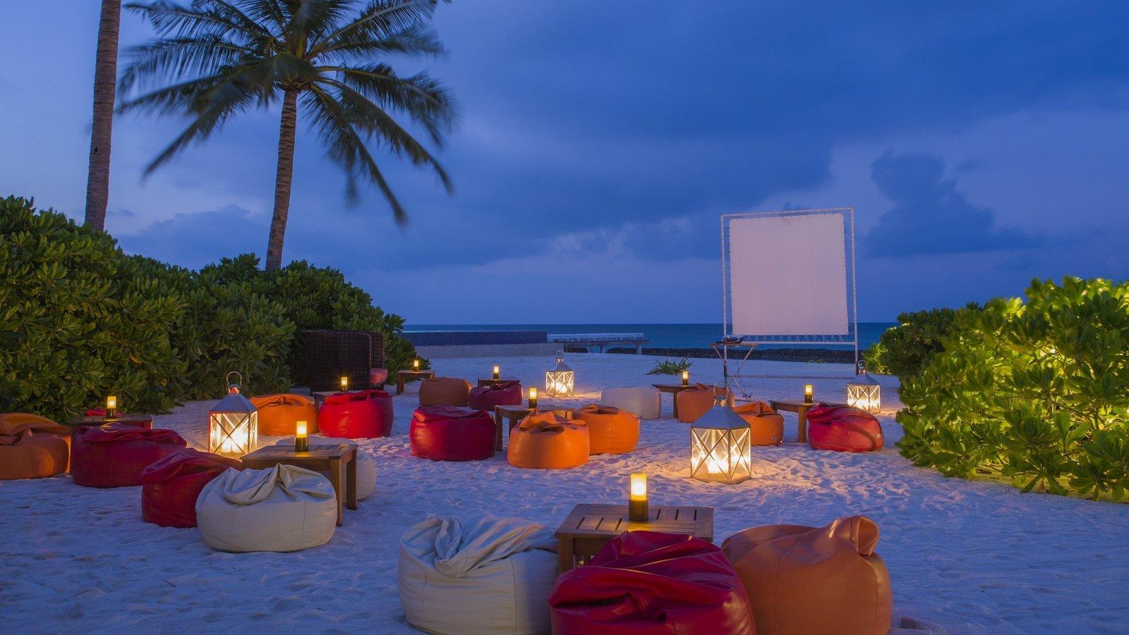 Мальдивы, отель Kuramathi Maldives, бар Sand