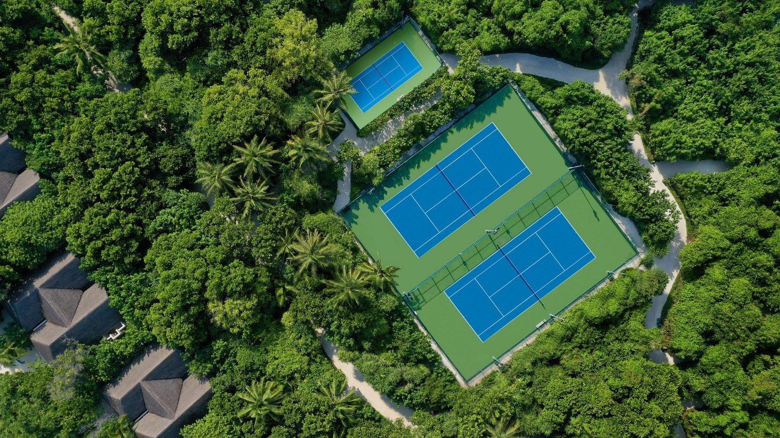 Мальдивы, отель Vakkaru Maldives, теннисный корт