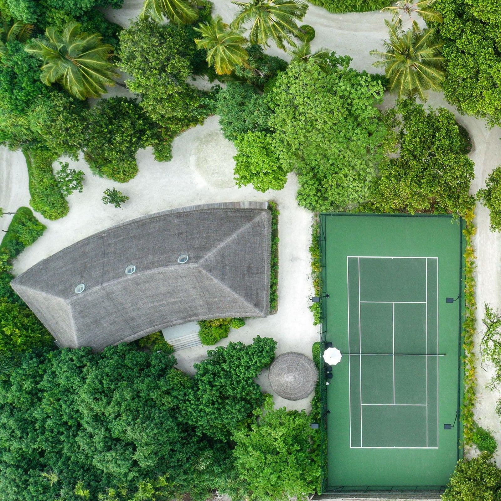 Мальдивы, отель Fairmont Maldives Sirru Fen Fushi, теннисный корт