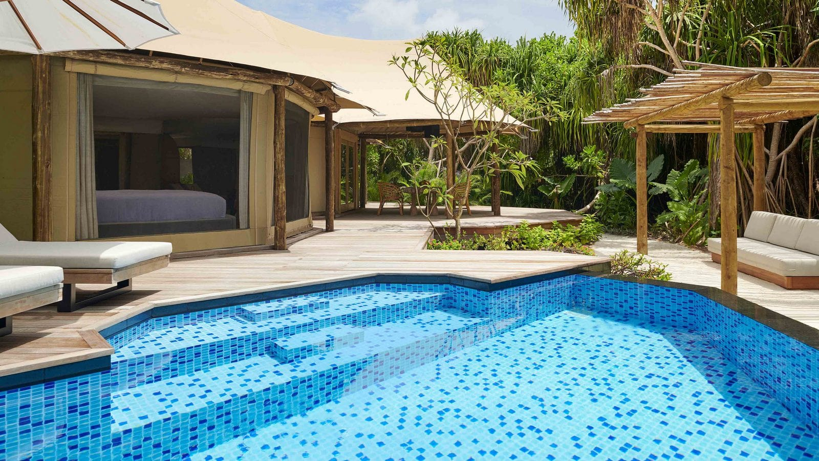 Мальдивы, отель Fairmont Maldives Sirru Fen Fushi, номер Tented Jungle Villa