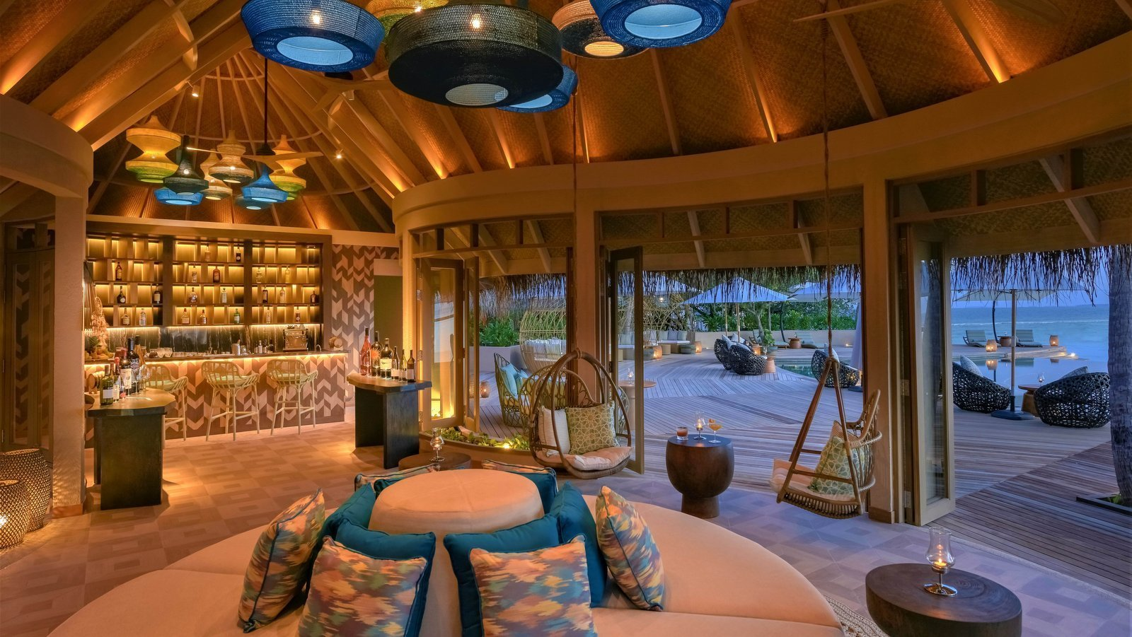 Мальдивы, отель The Nautilus Maldives, бар Naiboli