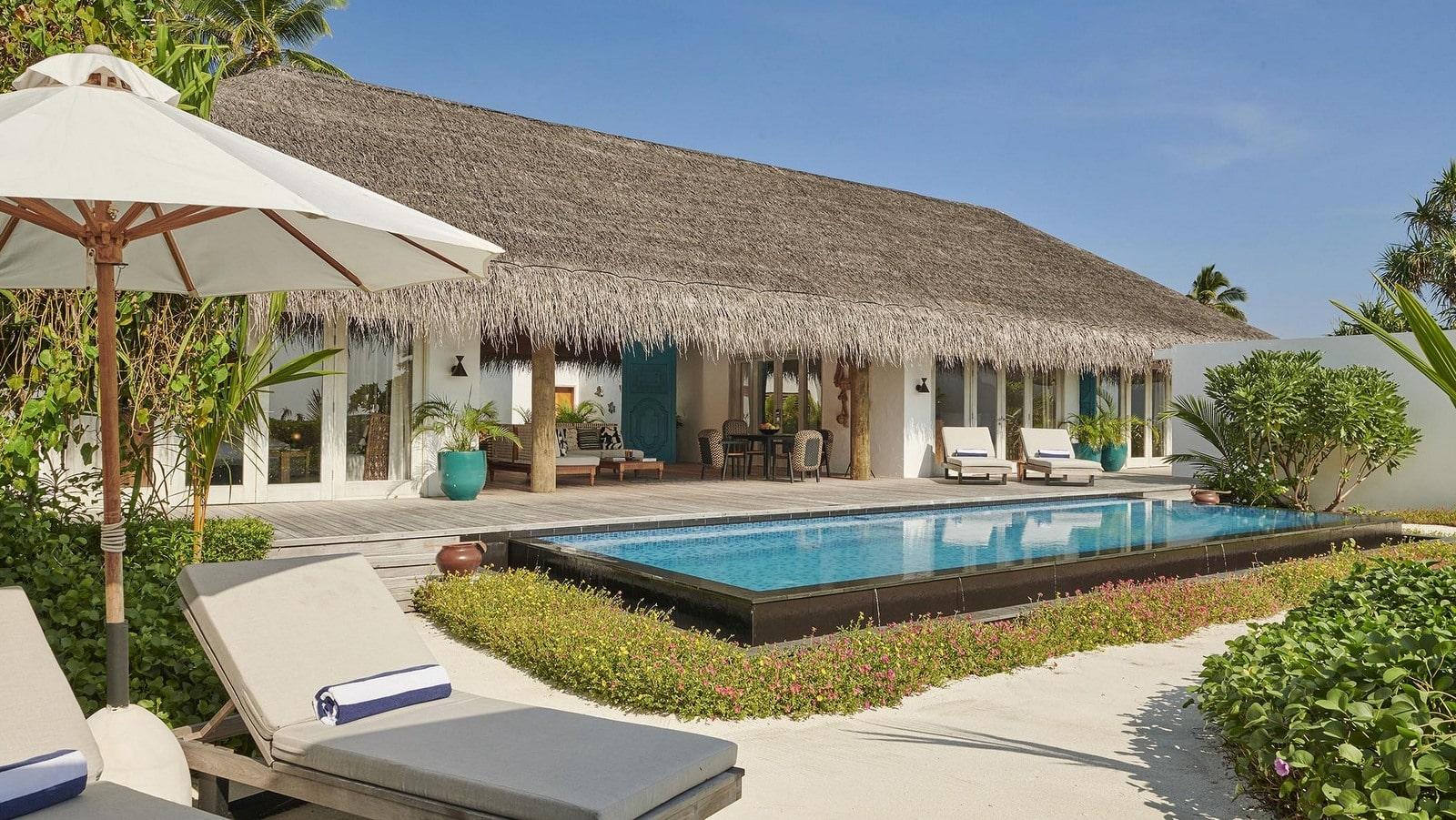 Мальдивы, отель Fairmont Maldives Sirru Fen Fushi, номер Three Bedroom Beach Sunset Villa