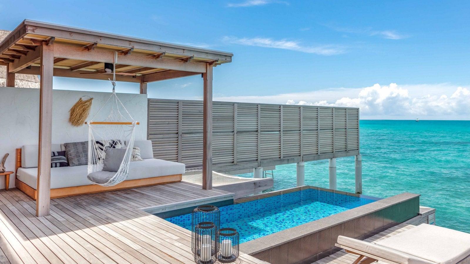 Мальдивы, отель Fairmont Maldives Sirru Fen Fushi, номер Three Bedroom Water Sunset Villa