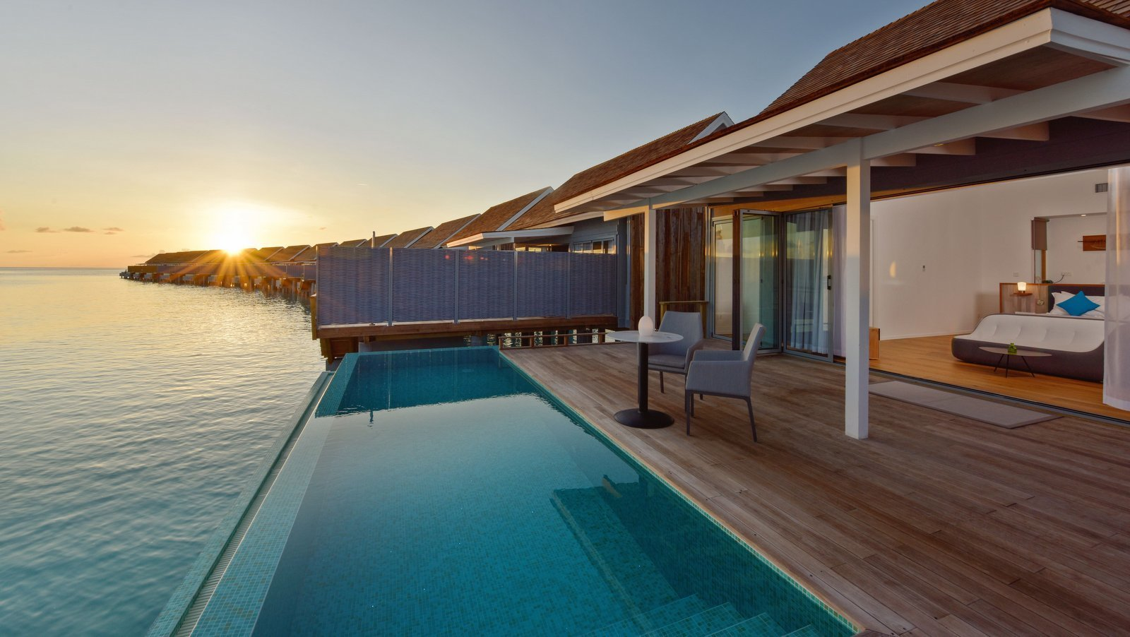 Мальдивы, отель Kuramathi Maldives, номер Thundi Water Villa with Pool