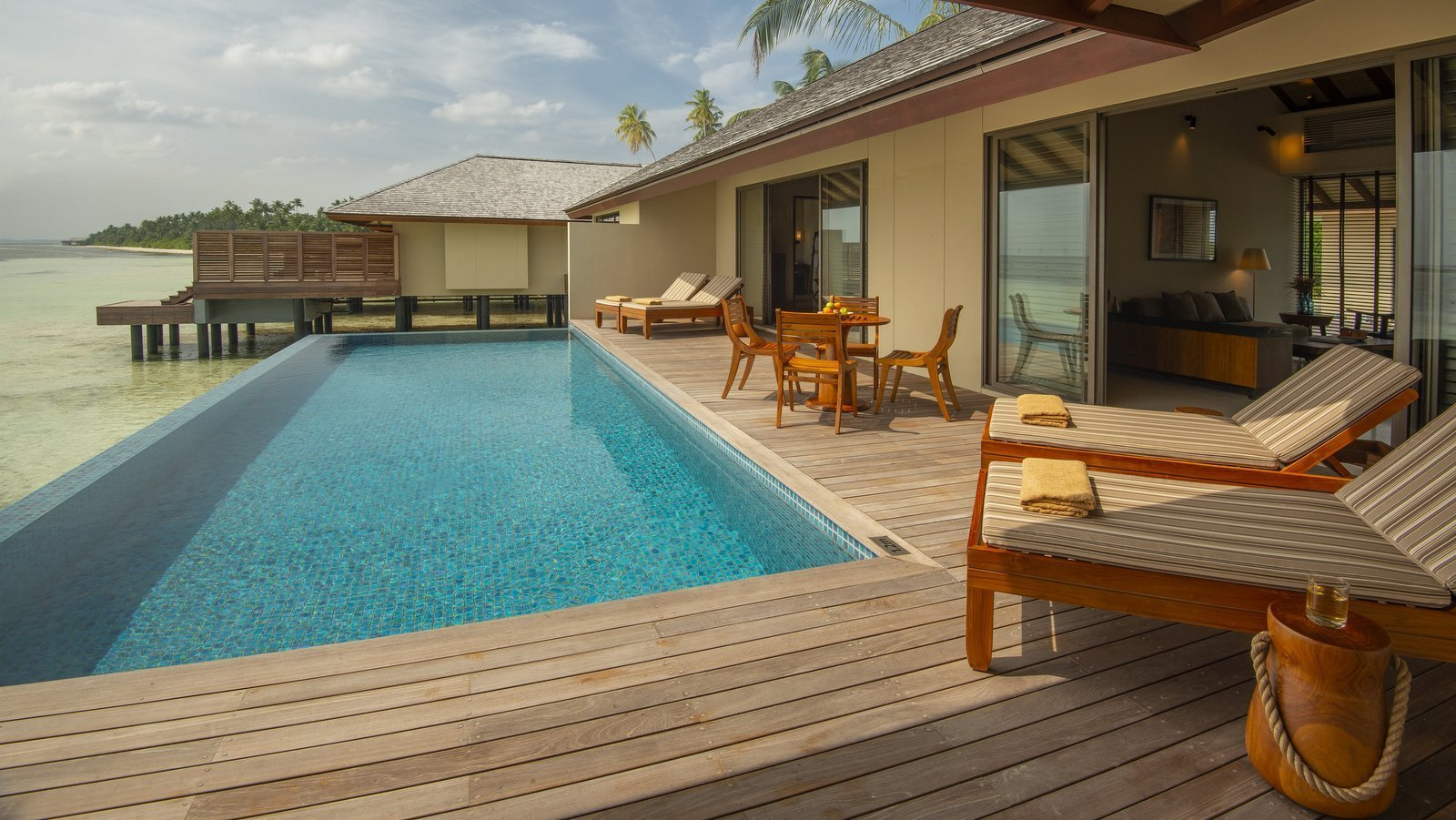 Мальдивы, отель The Residence Maldives at Dhigurah, номер Two-Bedroom Water Pool Villa