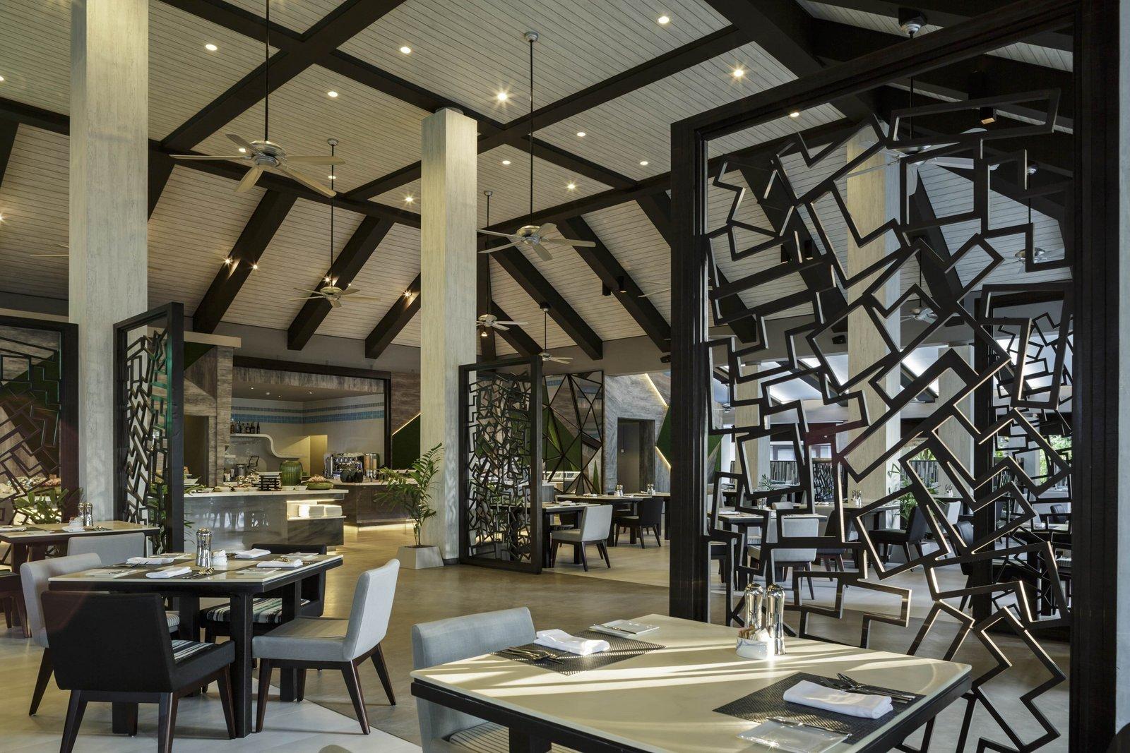 Мальдивы, отель Velassaru Maldives, ресторан VELA