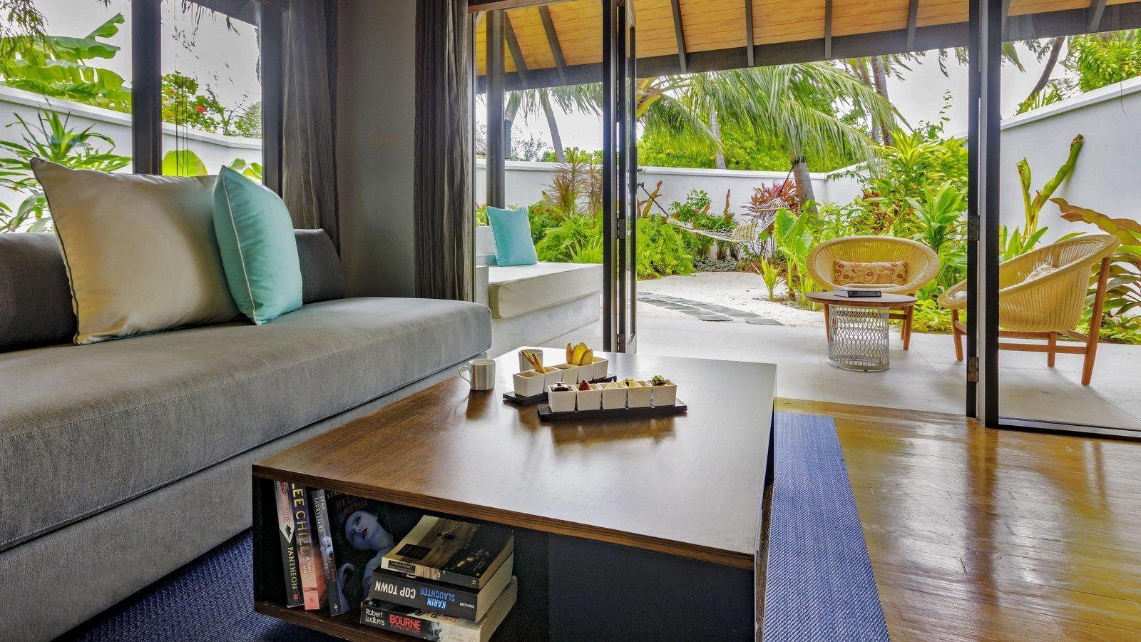 Мальдивы, отель Velassaru Maldives, номер Pool Villa