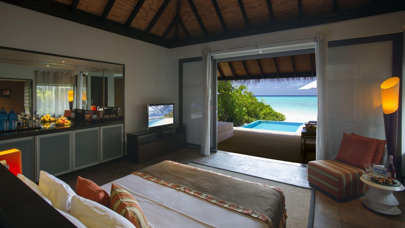 Мальдивы, отель Velassaru Maldives, номер Beach Villa with Pool