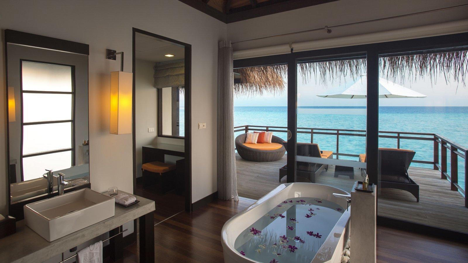 Мальдивы, отель Velassaru Maldives, номер Water Villa