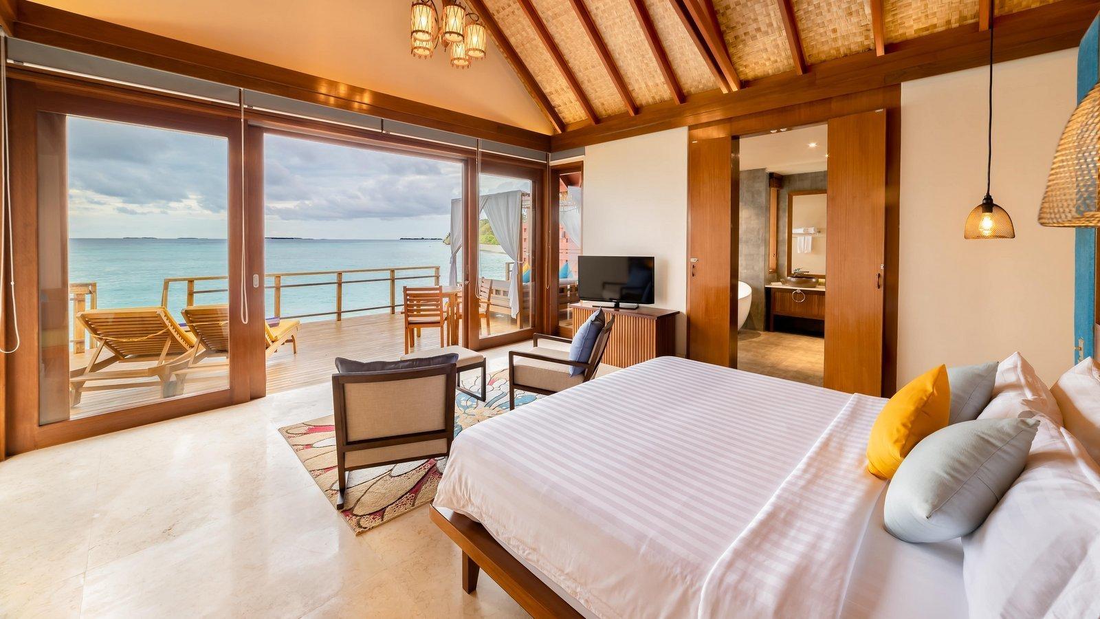 Мальдивы, отель Furaveri Island Resort, номер Water Villa
