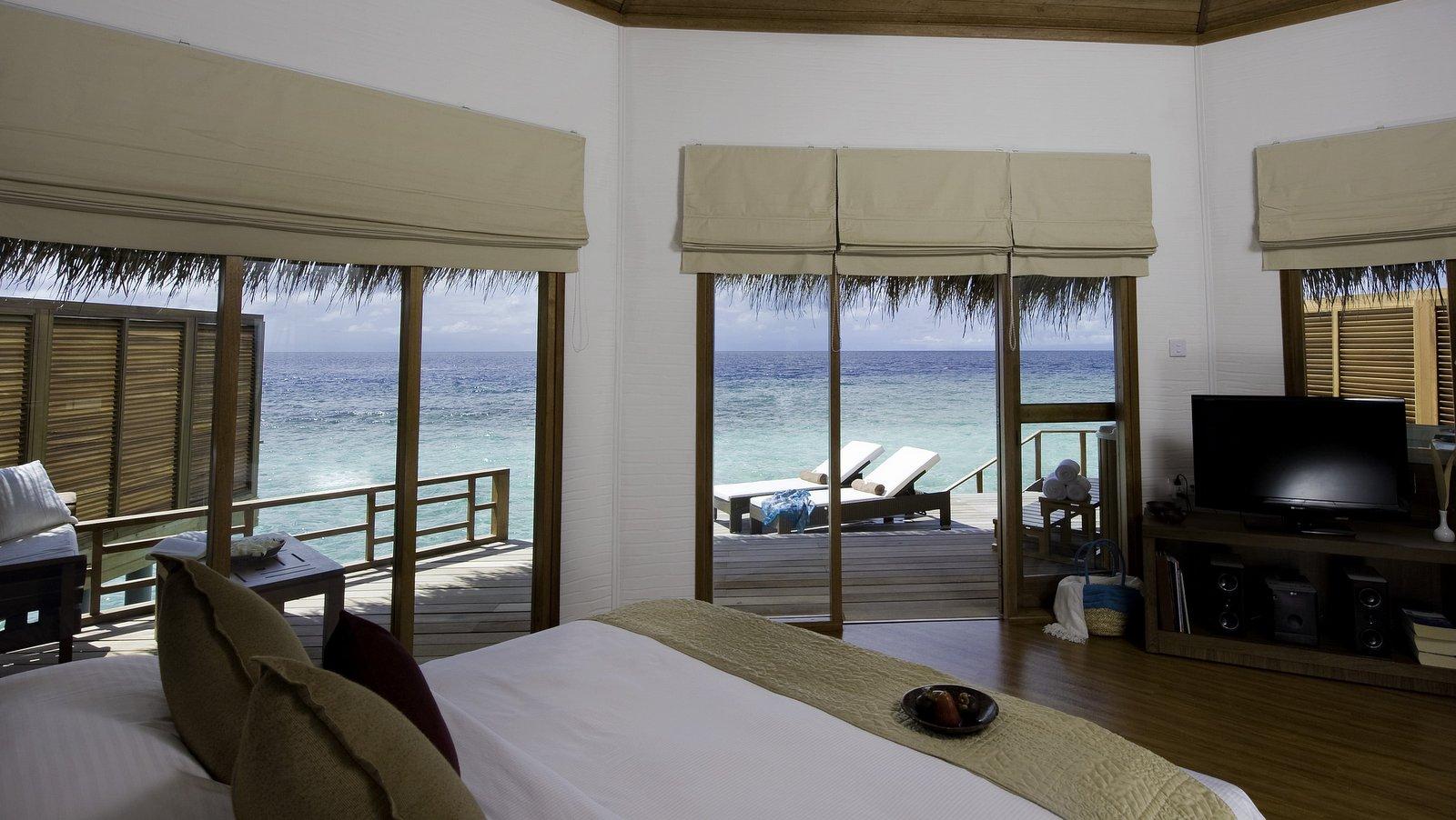 Мальдивы, отель Kuramathi Maldives, номер Water Villa