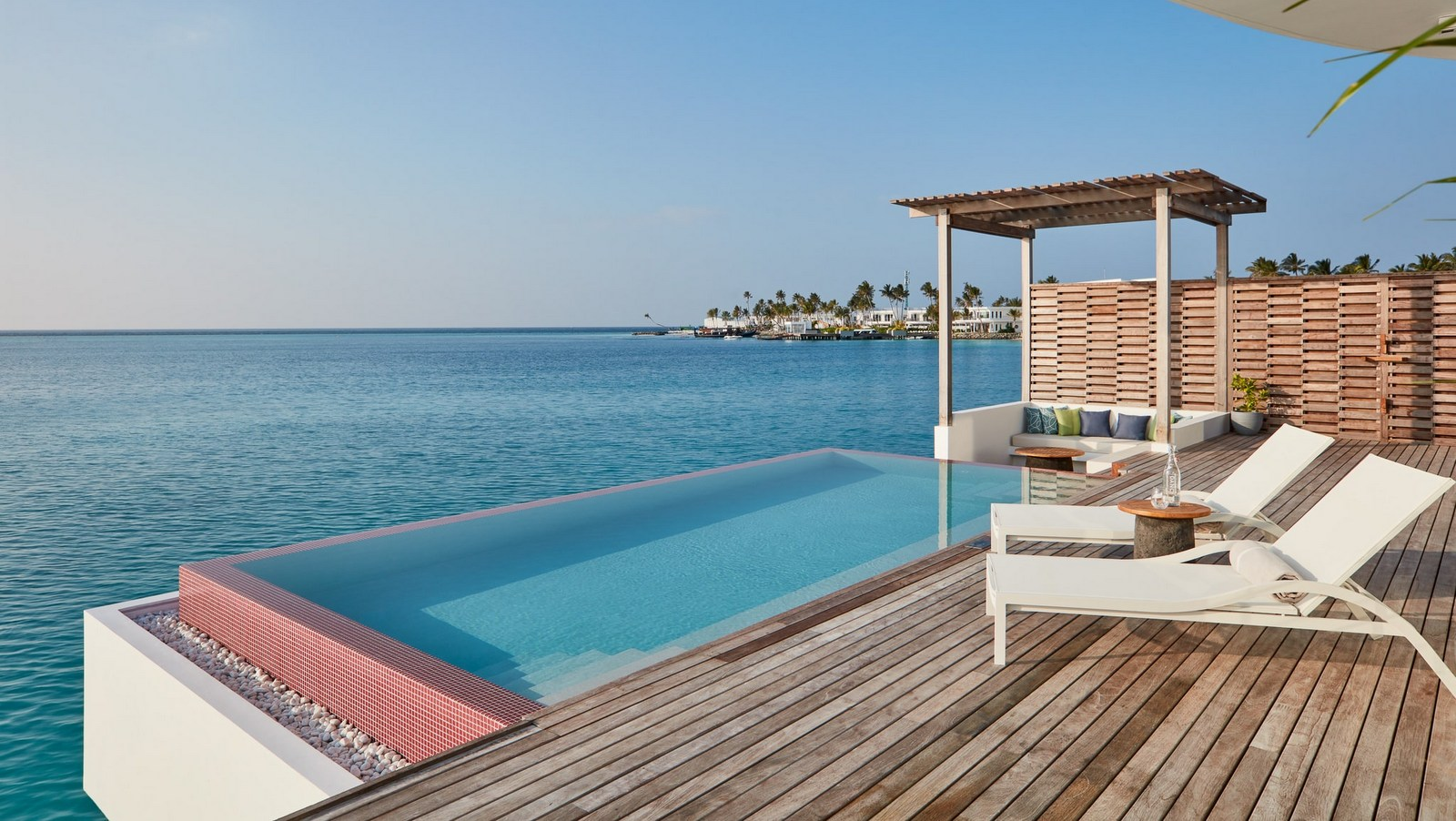 Мальдивы, отель LUX North Male Atoll, номер Water Villa with Pool