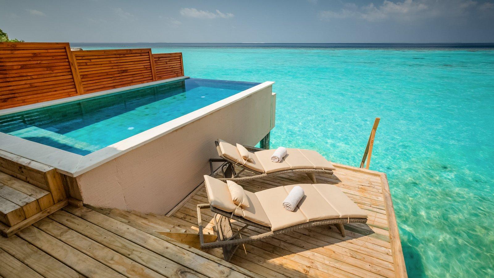 Мальдивы, отель Kudafushi Resort, номер Water Pool Villa