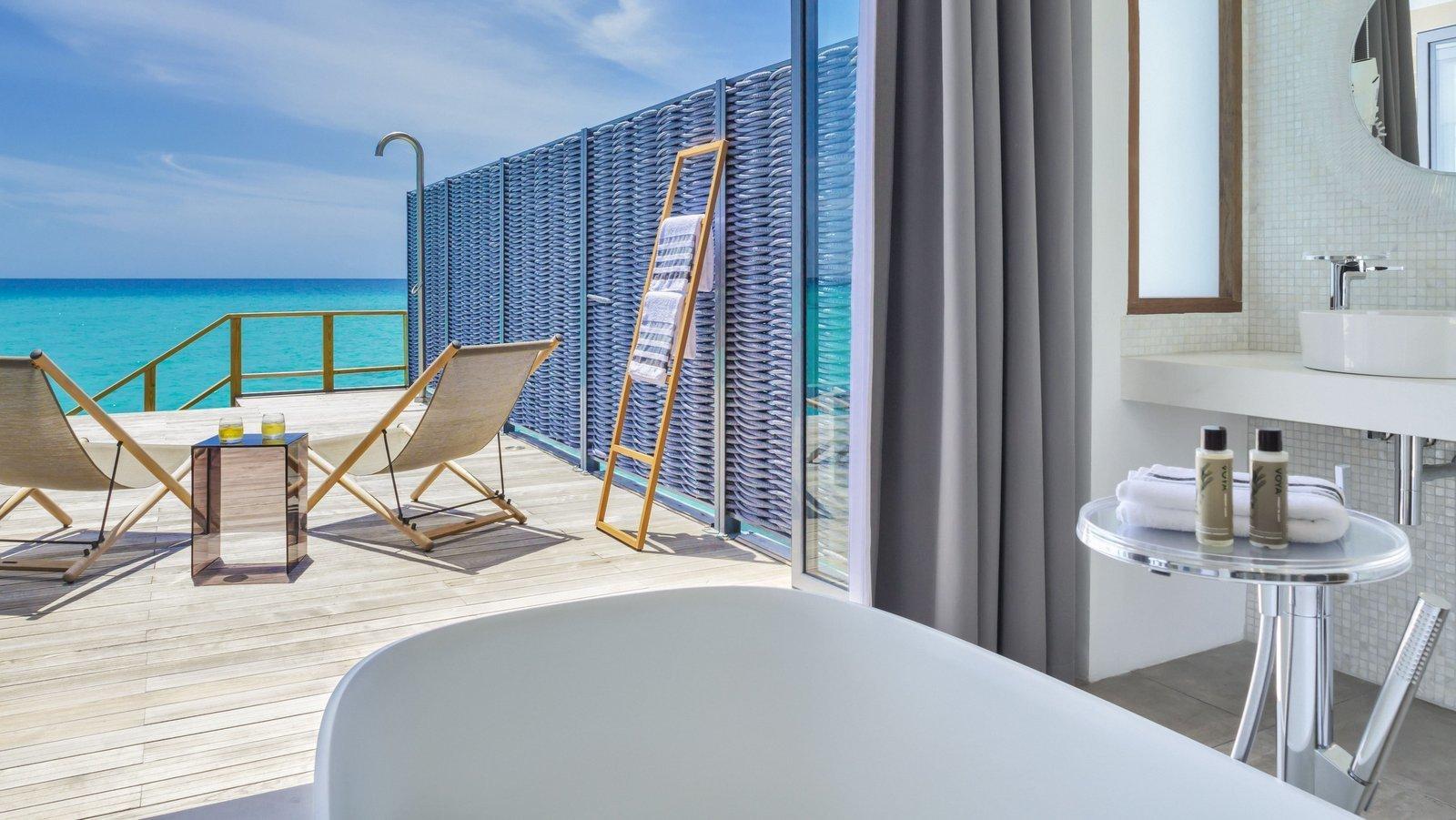 Мальдивы, отель Kuramathi Maldives, номер Water Villa with Pool