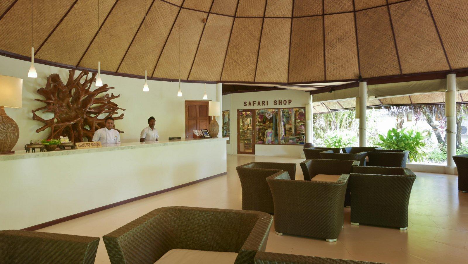 Мальдивы, отель Safari Island Resort & Spa, лобби