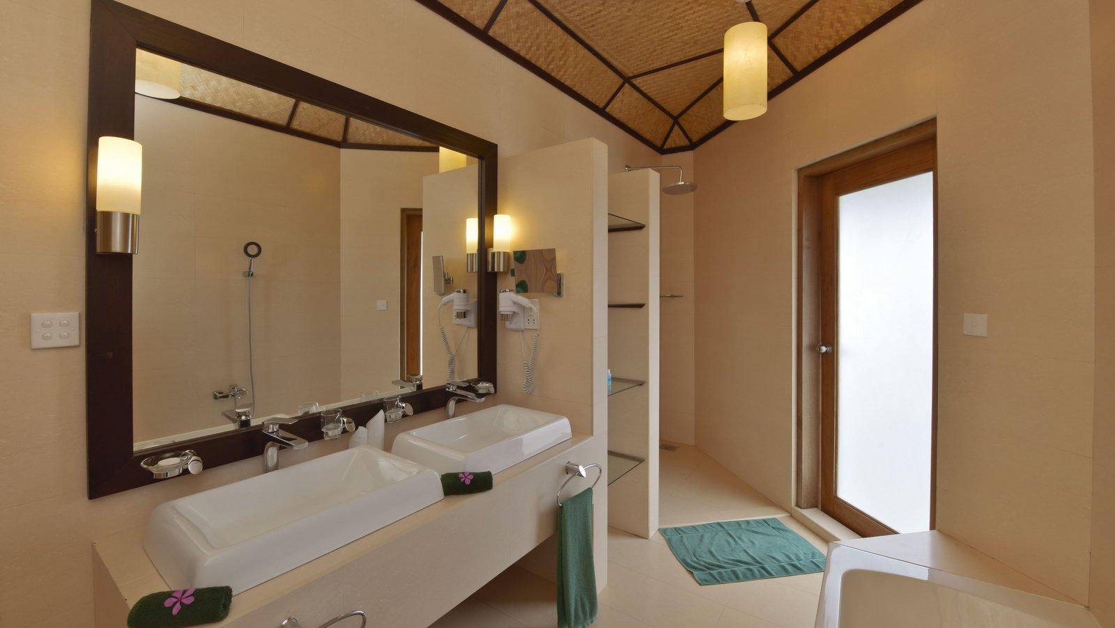 Мальдивы, Отель Safari Island Resort & Spa, номер Water Bungalow